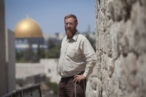 Rabbi Yehuda Glick next to the Temple Mount - Photo: ibtimes.co.uk